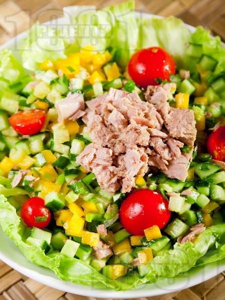Пъстра салата с риба тон - снимка на рецептата